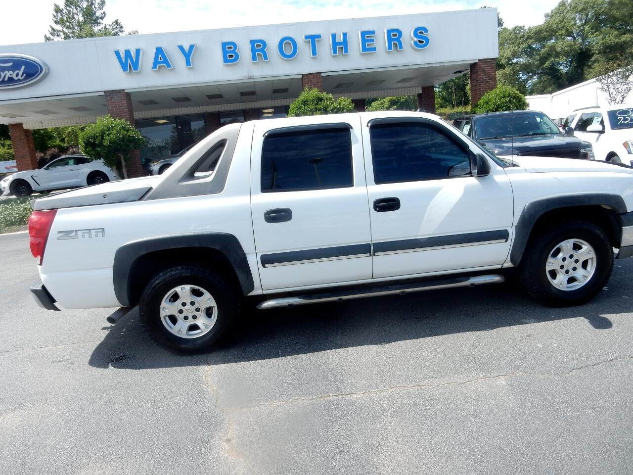 "Chevrolet Avalanche 1500 5dr Crew Cab 130"" WB 2003"