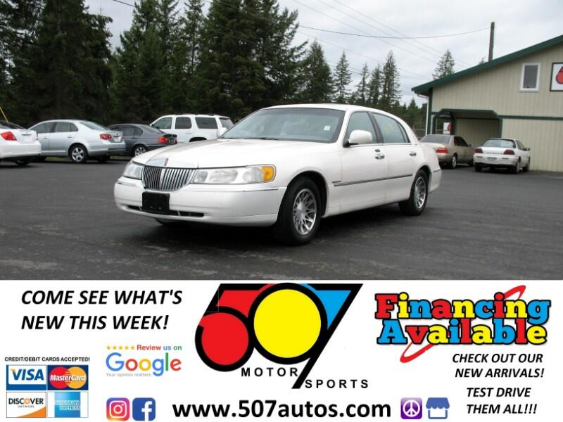 2001 Lincoln Town Car 4dr Sdn Signature