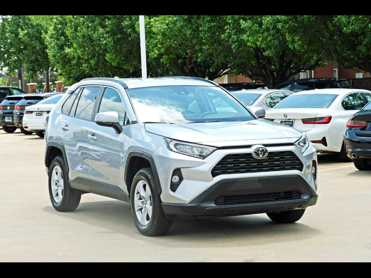 Toyota RAV4 XLE FWD (Natl) 2021
