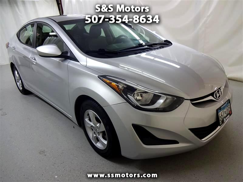 Hyundai Elantra SE 6AT 2015