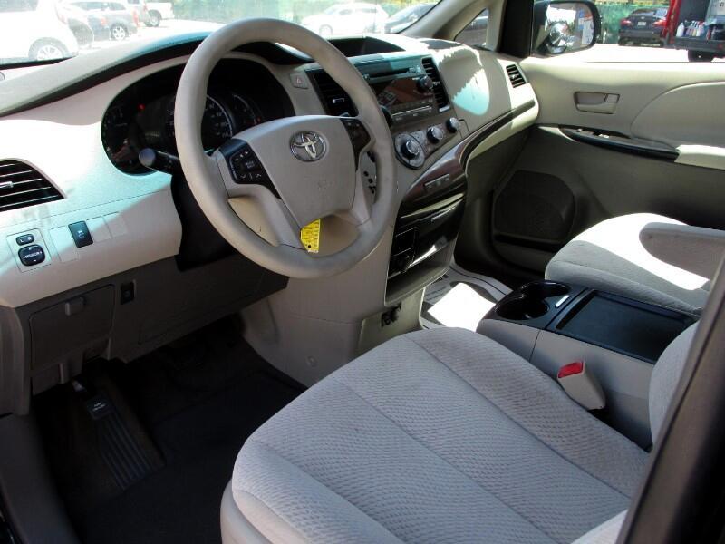 2011 Toyota Sienna 5dr 8-Pass Van LE FWD (Natl)