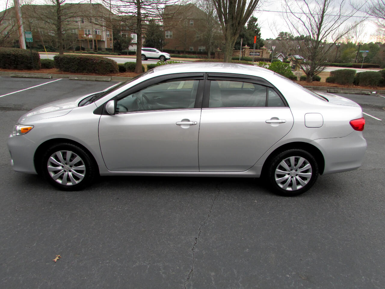 Toyota Corolla LE 4-Speed AT 2013