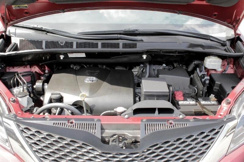 Toyota Sienna SE Premium FWD 8-Passenger V6 2017