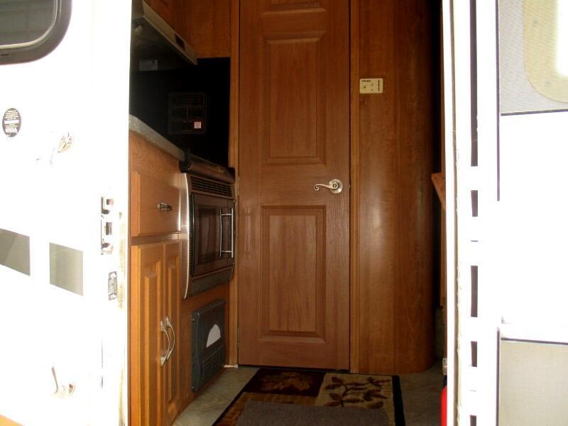 2007 Coachmen Concord M-235