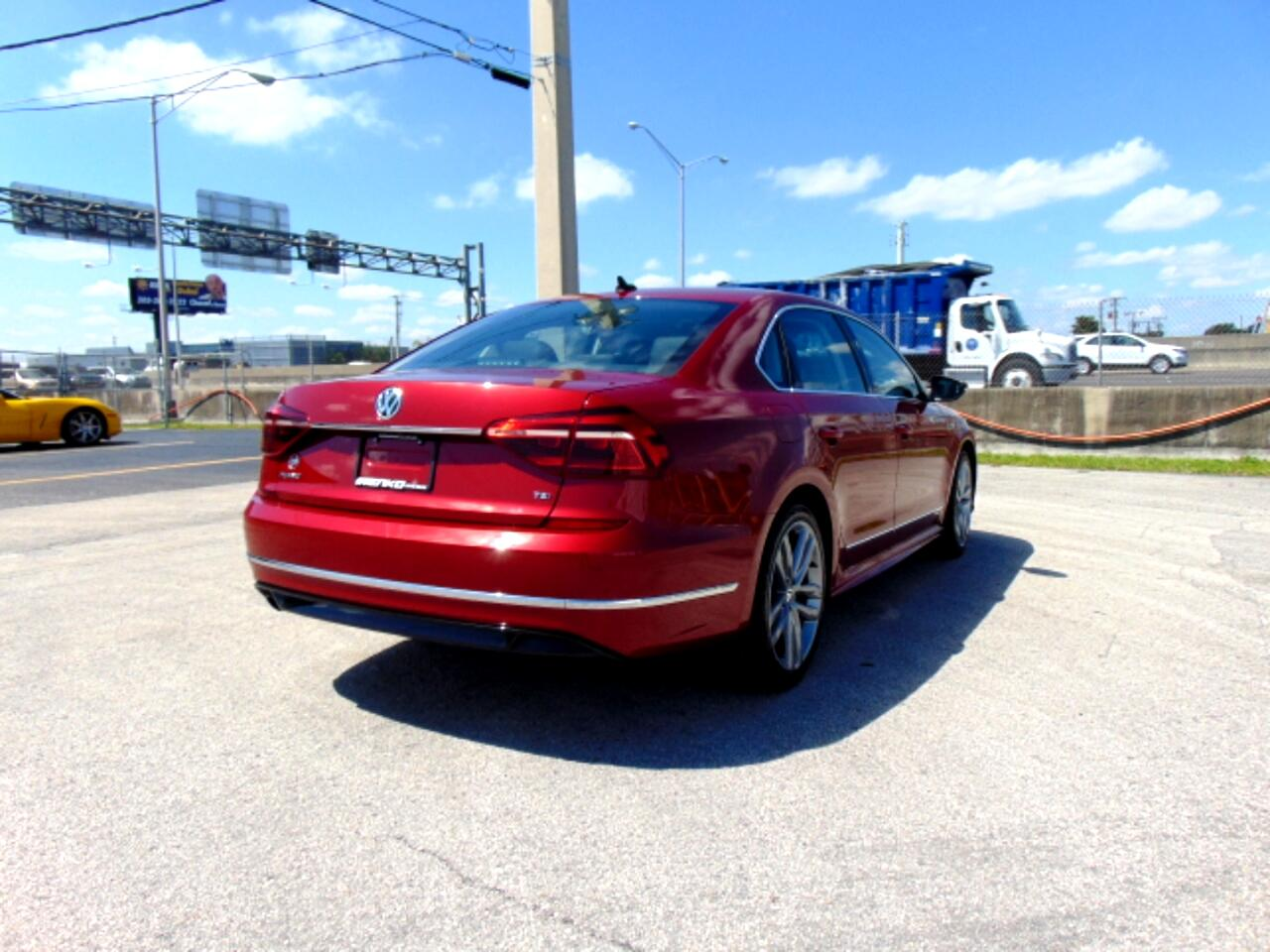 2017 Volkswagen Passat R-Line w/Comfort Pkg Auto