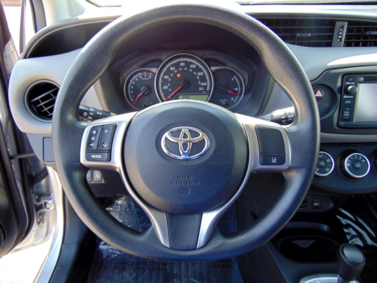 2017 Toyota Yaris 5-Door SE Auto (Natl)