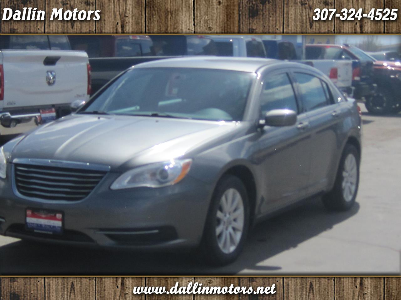 Chrysler 200 4dr Sdn Touring 2013
