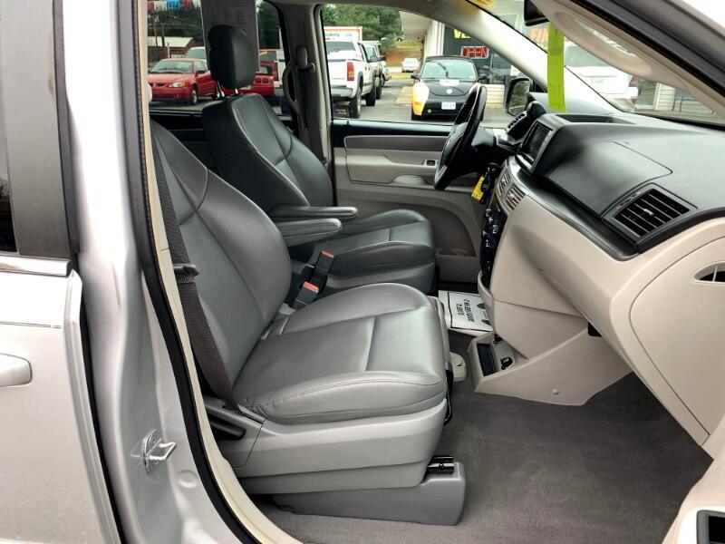Volkswagen Routan SE 2011
