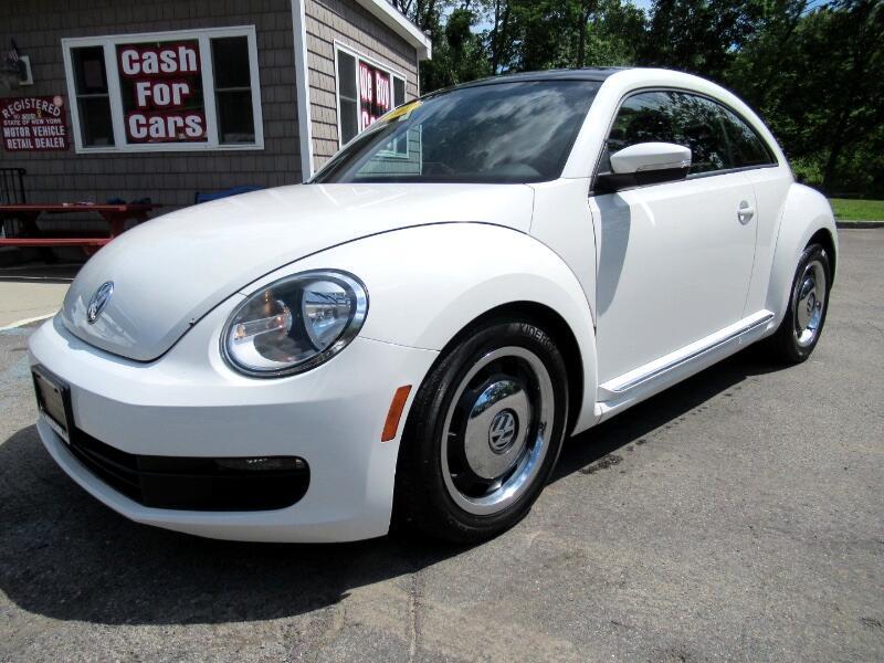 Volkswagen Beetle 2.5L w/Sunroof Sound & Nav 2012