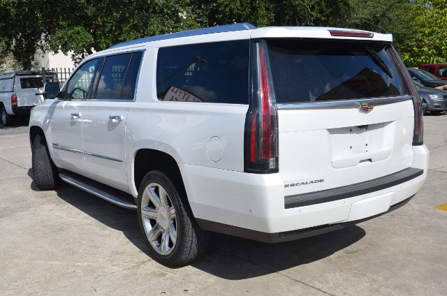 2018 Cadillac Escalade ESV 2WD Luxury