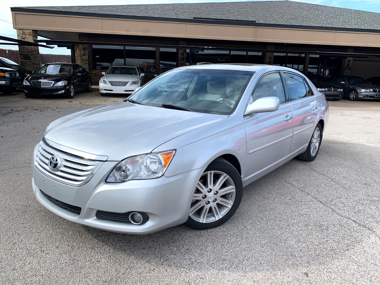 Toyota Avalon 4dr Sdn Limited (Natl) 2010