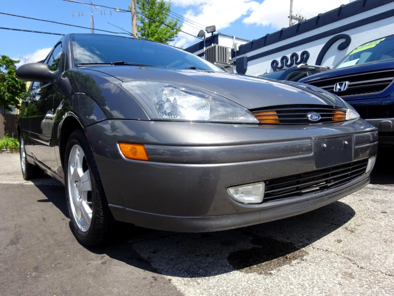 Ford Focus 5dr Sdn HB ZX5 Base 2004