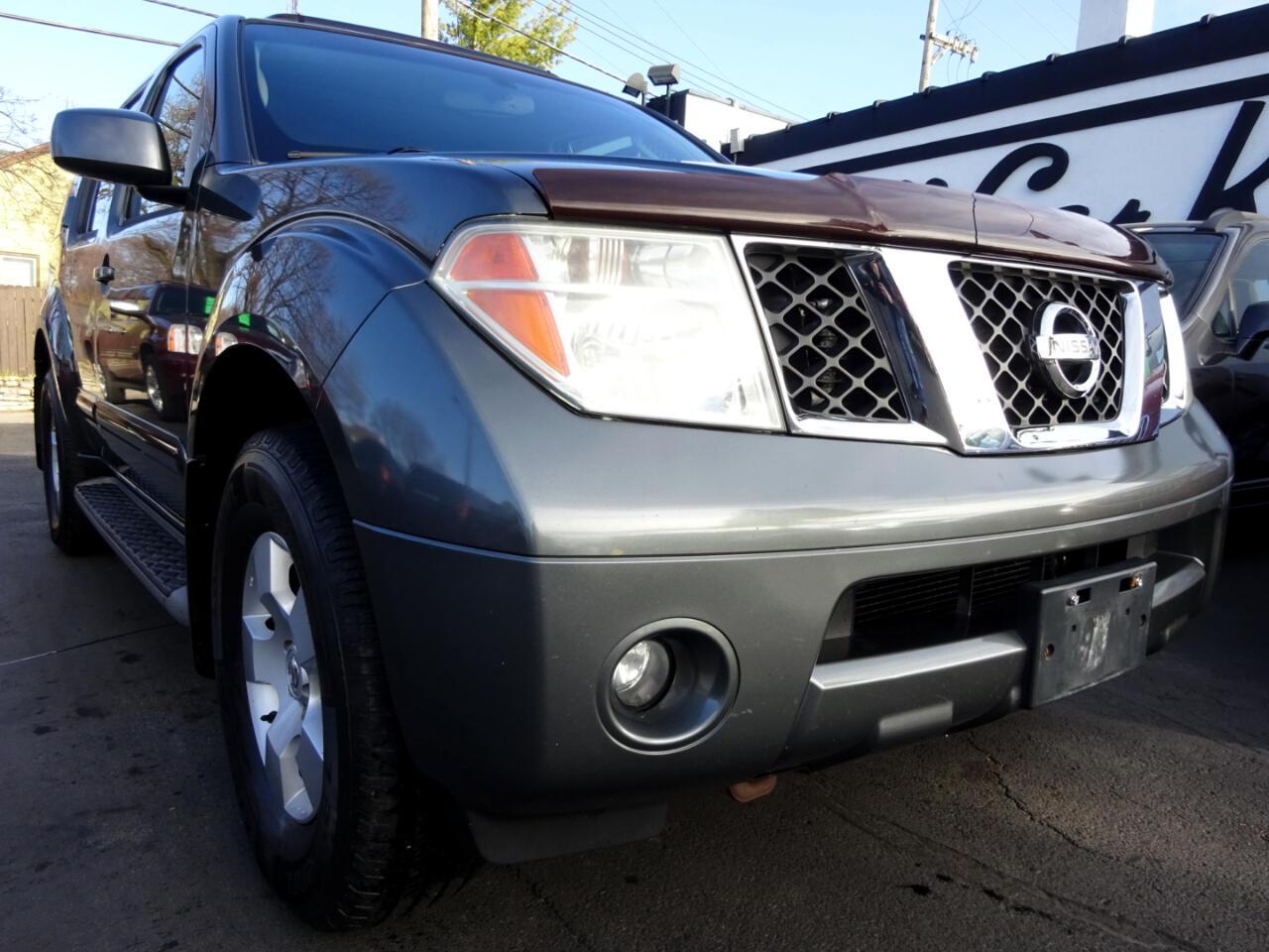 Nissan Pathfinder SE 4WD 2005