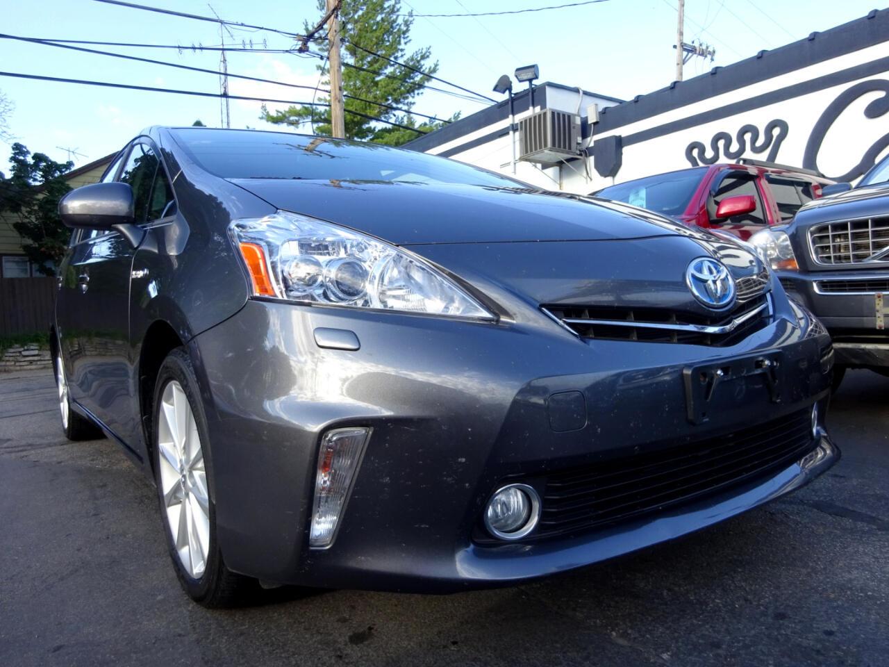 Toyota Prius V  2013