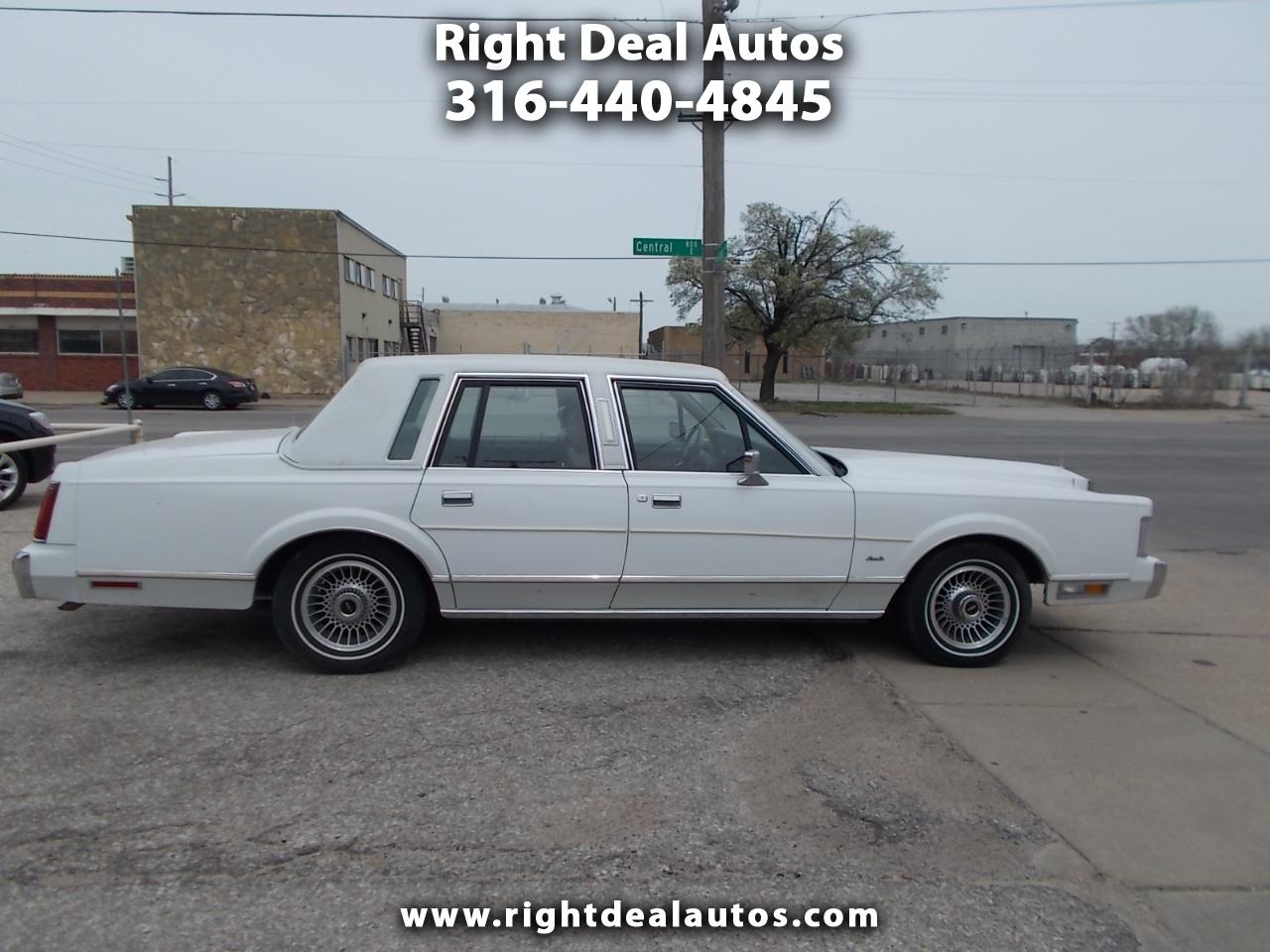1988 Lincoln Town Car 4dr Sdn Designer Series