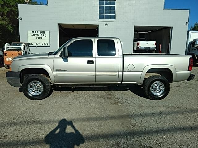 2005 Chevrolet Silverado 2500HD LS Ext. Cab Short Bed 4WD