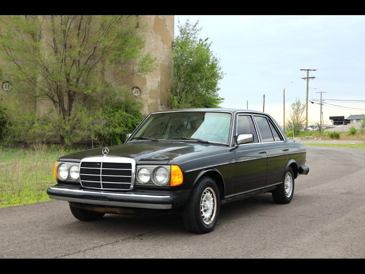 Mercedes-Benz 300 Series 4dr Sedan 300D-T 1985