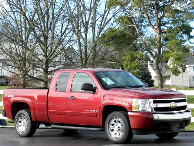 2007 Chevrolet Silverado 1500 Ext. Cab Short Bed 4WD