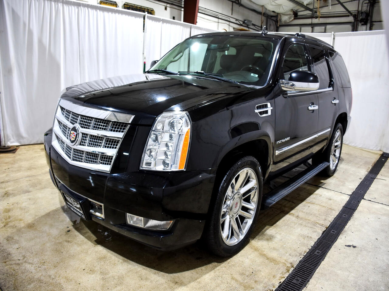 2011 Cadillac Escalade Platinum AWD 4 Captian Chairs 3 Rear TV DVD Remote