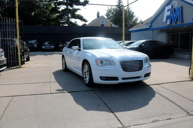 Chrysler 300 4dr Sdn Motown RWD 2013