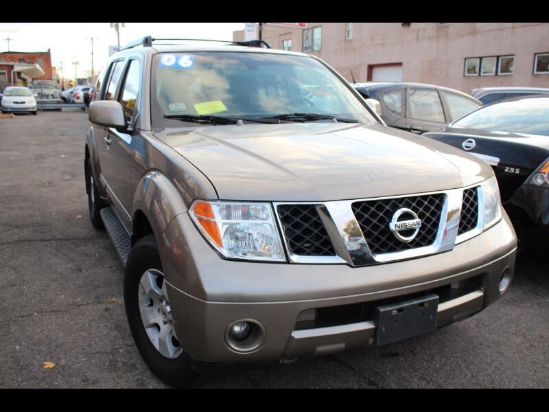 Nissan Pathfinder SE 4WD 2006