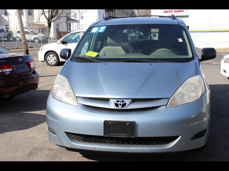 Toyota Sienna LE - 7 Passenger 2007
