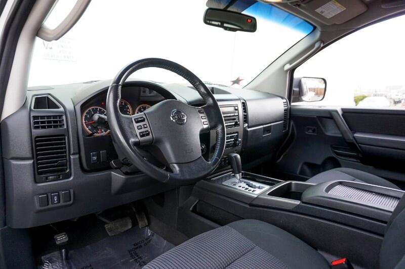 2010 Nissan Titan 4WD Crew Cab SWB SE