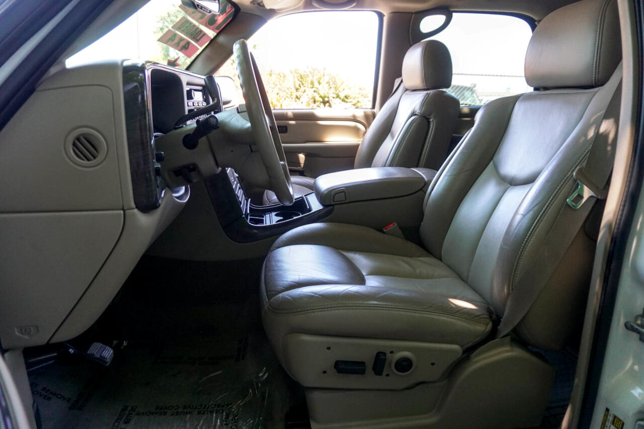 2004 GMC Yukon Denali 4dr AWD