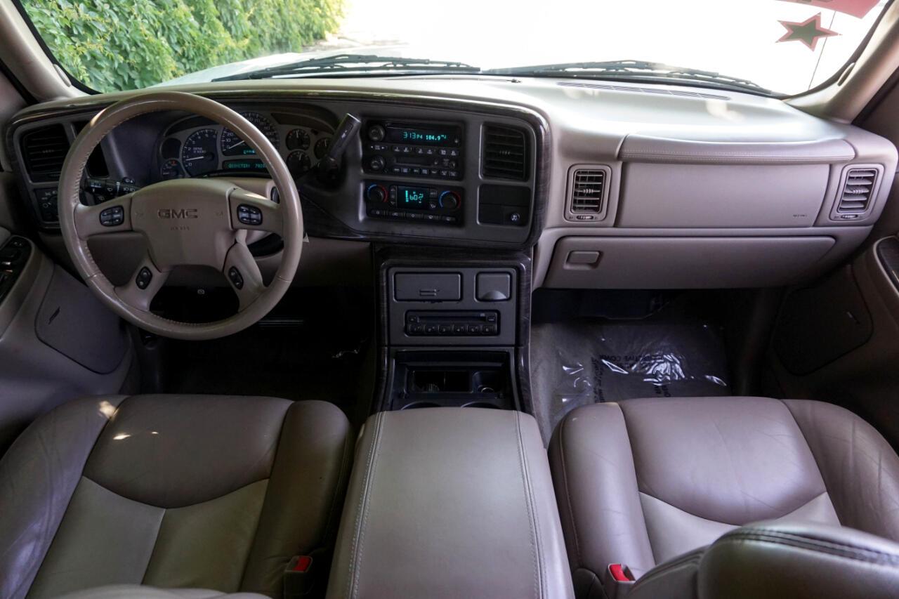 GMC Yukon Denali 4dr AWD 2004