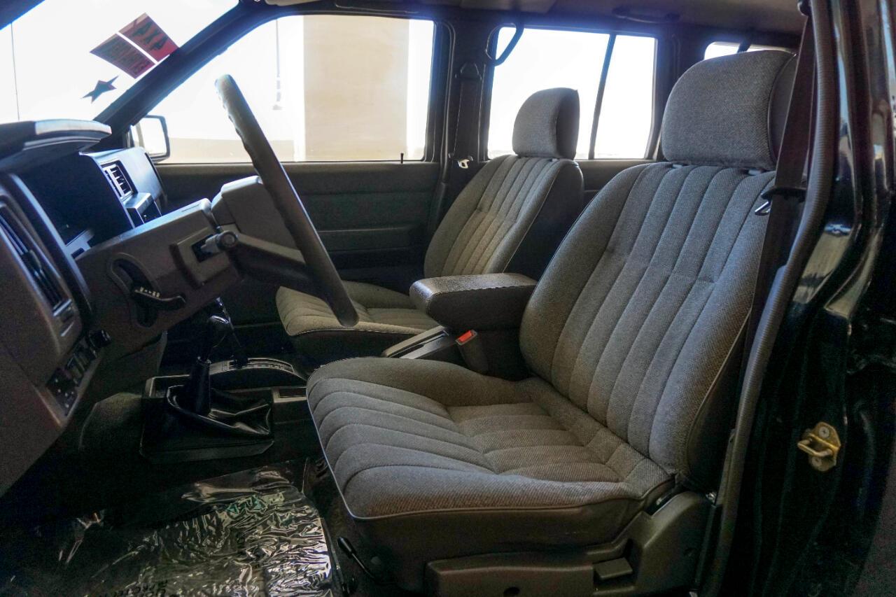 1991 Nissan Pathfinder 4dr SE Auto 4WD