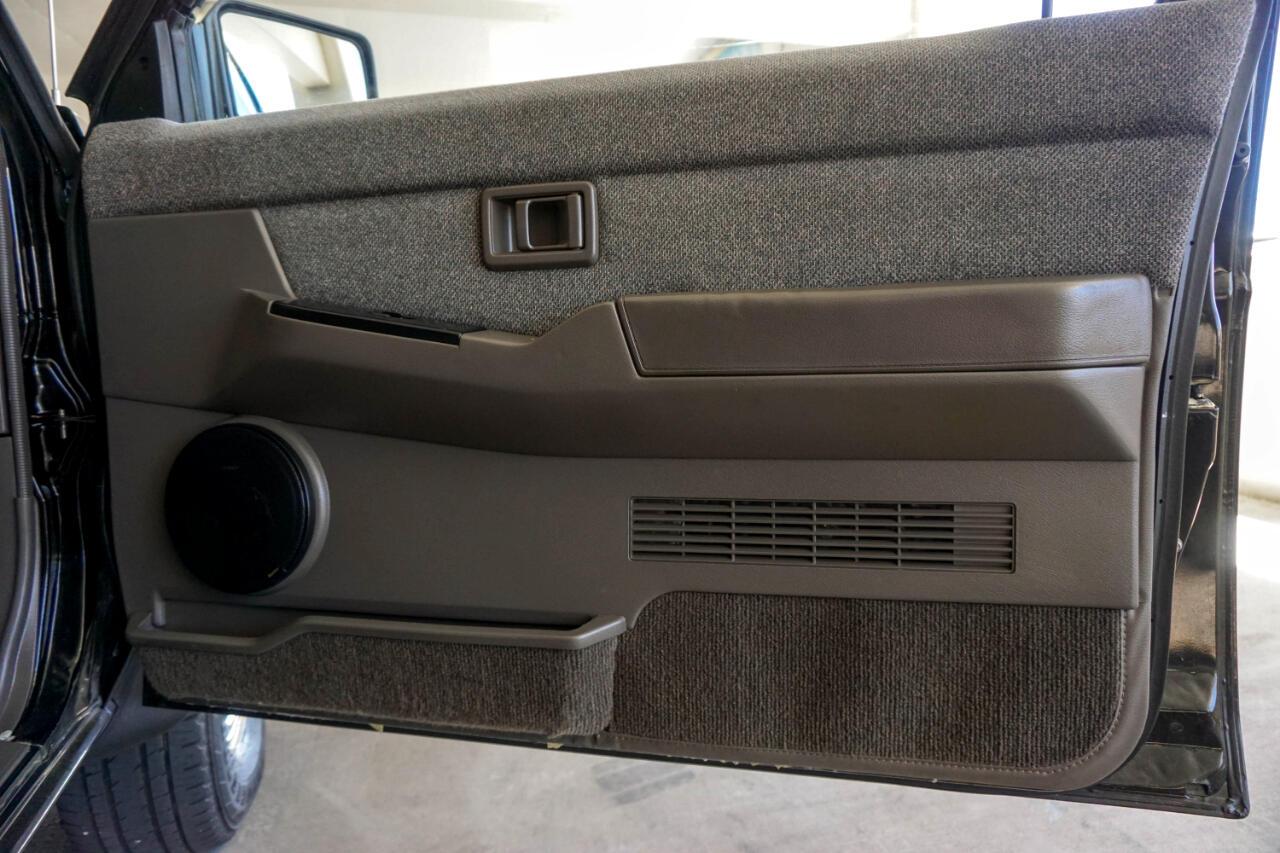 Nissan Pathfinder 4dr SE Auto 4WD 1991