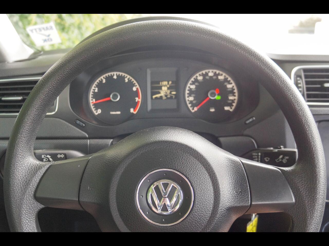 Volkswagen Jetta Sedan  2012