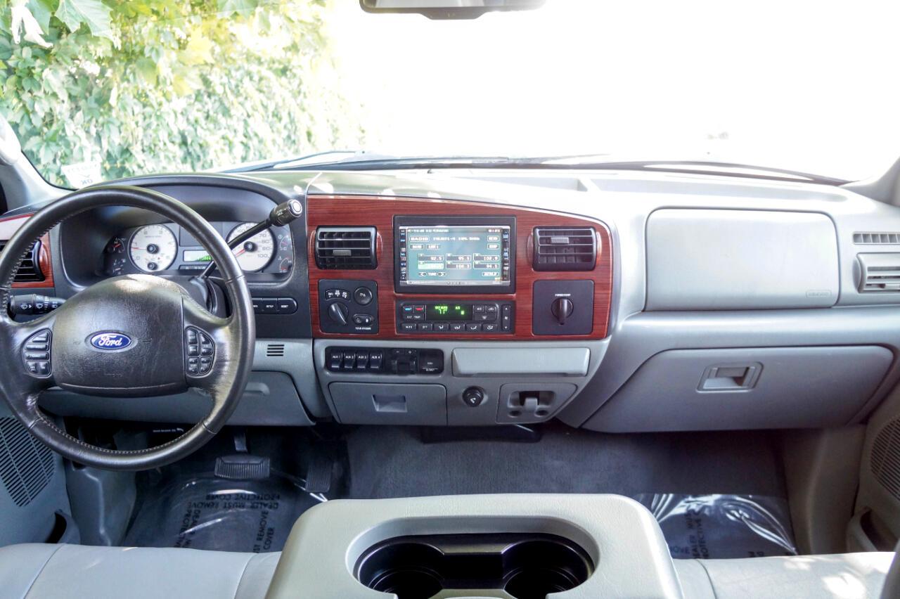 "Ford Super Duty F-350 SRW Crew Cab 156"" Lariat 4WD 2006"