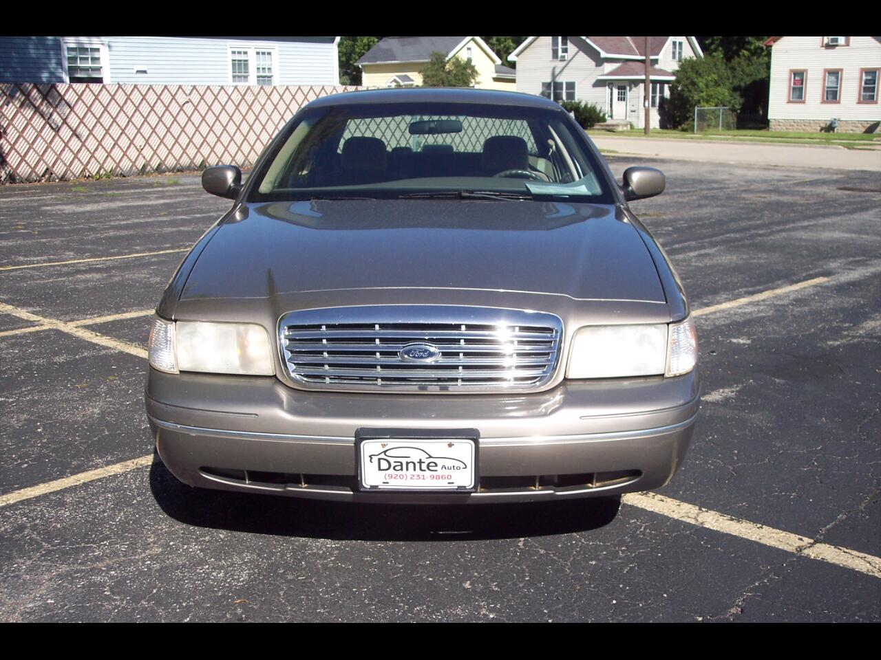 Ford Crown Victoria 4dr Sdn Standard 2003