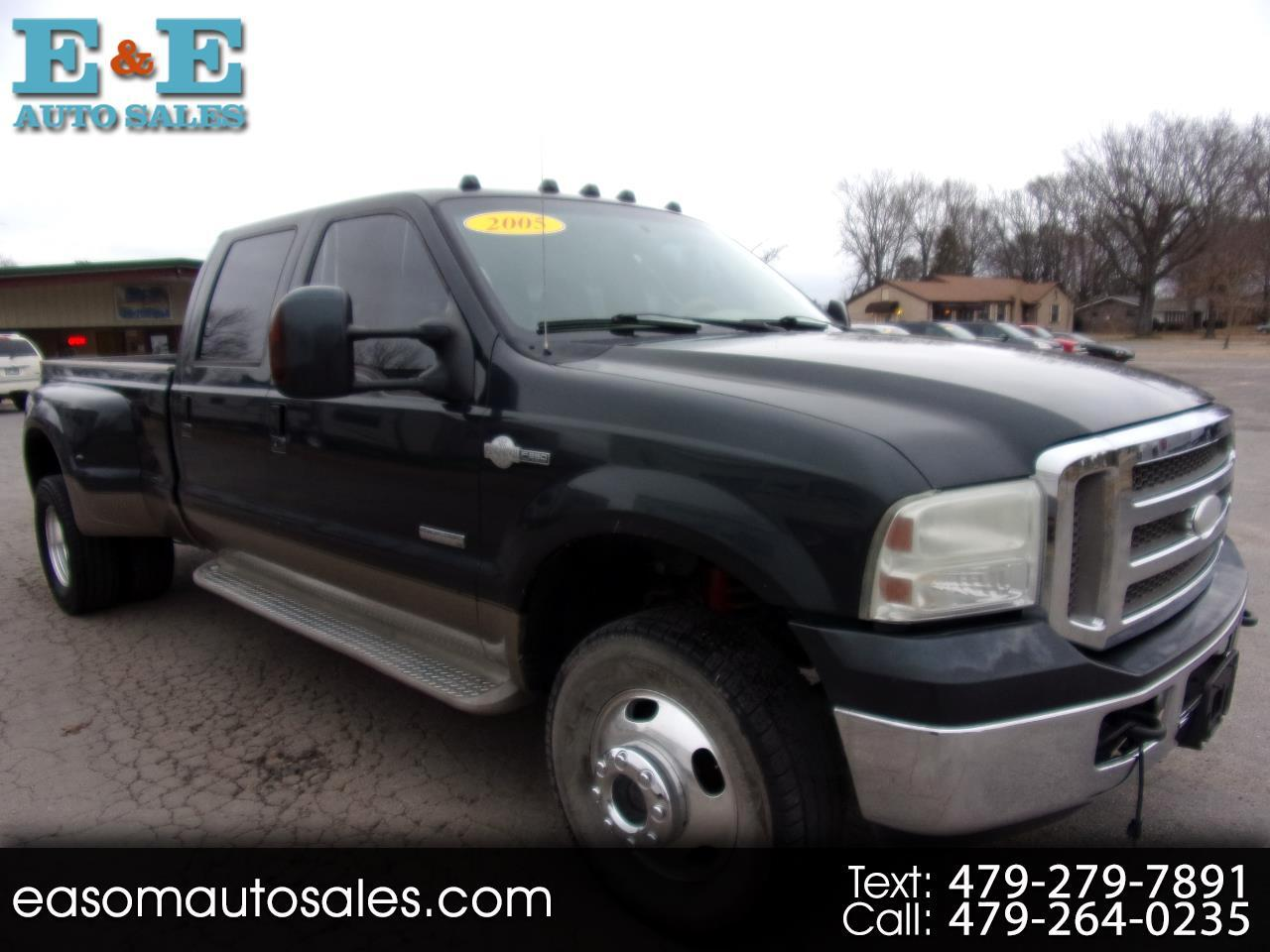 "Ford Super Duty F-350 DRW Crew Cab 172"" King Ranch 4WD 2005"