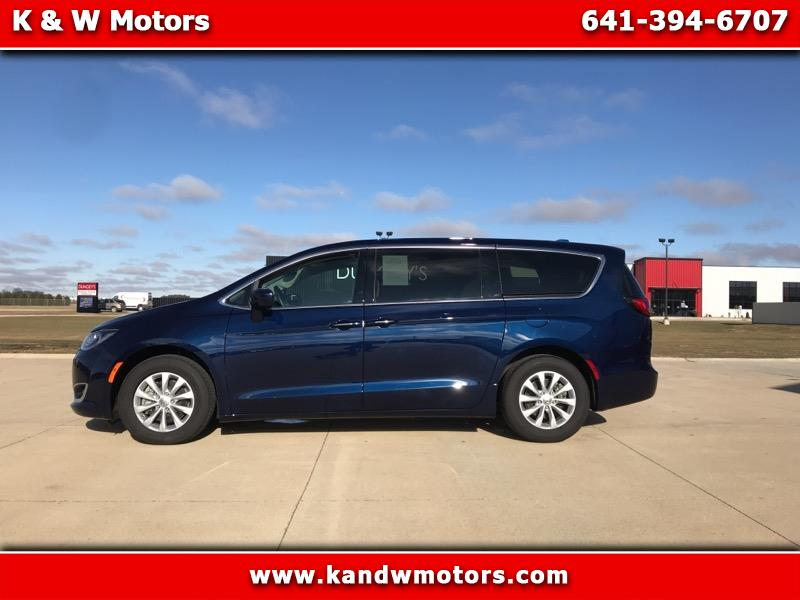 Chrysler Pacifica Touring Plus FWD 2019