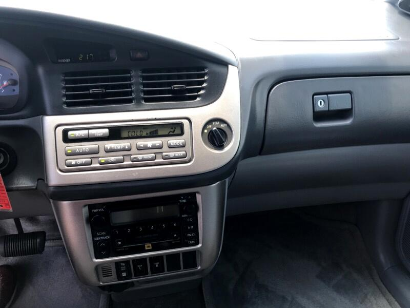 Toyota Sienna XLE 7-Passenger 2002