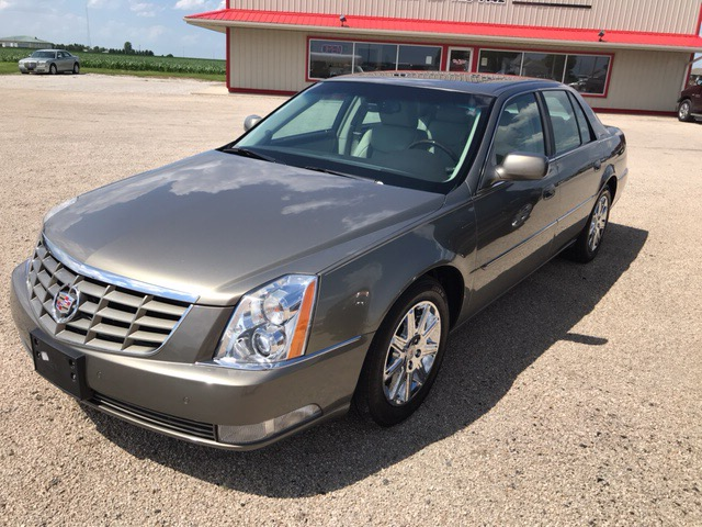 2011 Cadillac DTS 4dr Sdn Premium Collection
