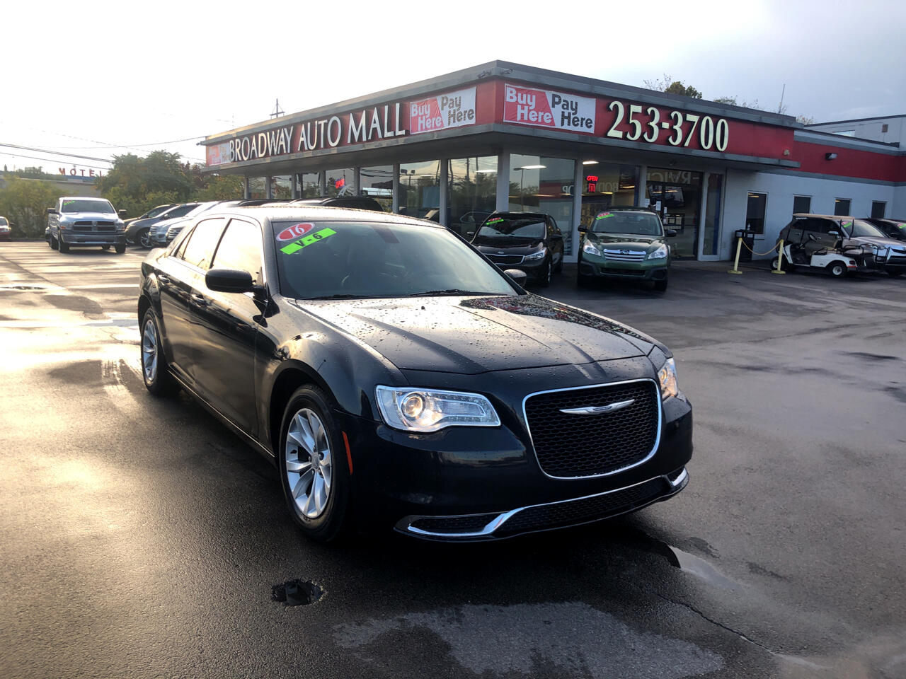 Chrysler 300 4dr Sdn Limited RWD 2016