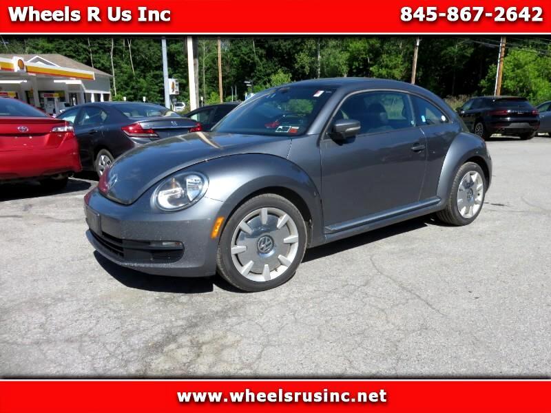 Volkswagen Beetle 2.5L w/Sunroof Sound & Nav 2014