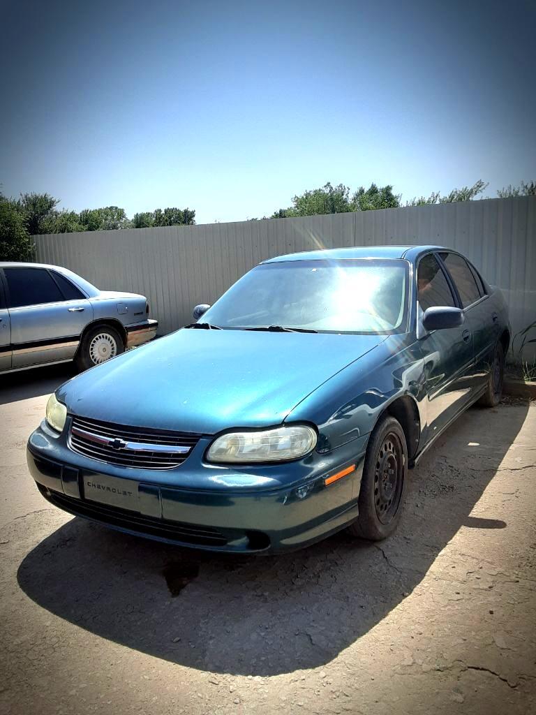 Chevrolet Malibu Base 2000