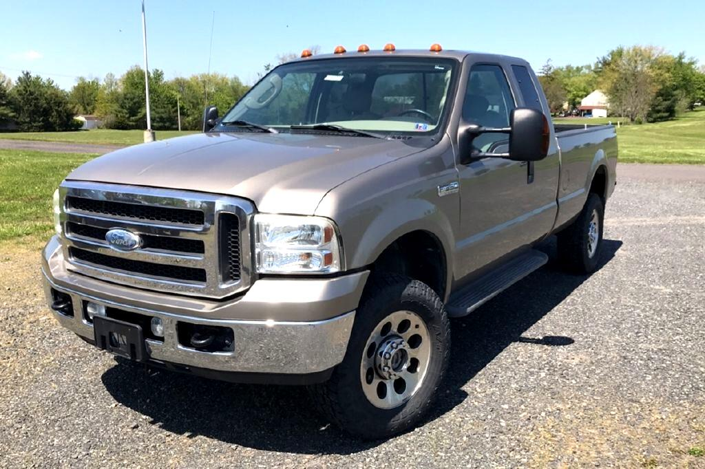 "Ford Super Duty F-350 SRW Supercab 158"" XLT 4WD 2005"