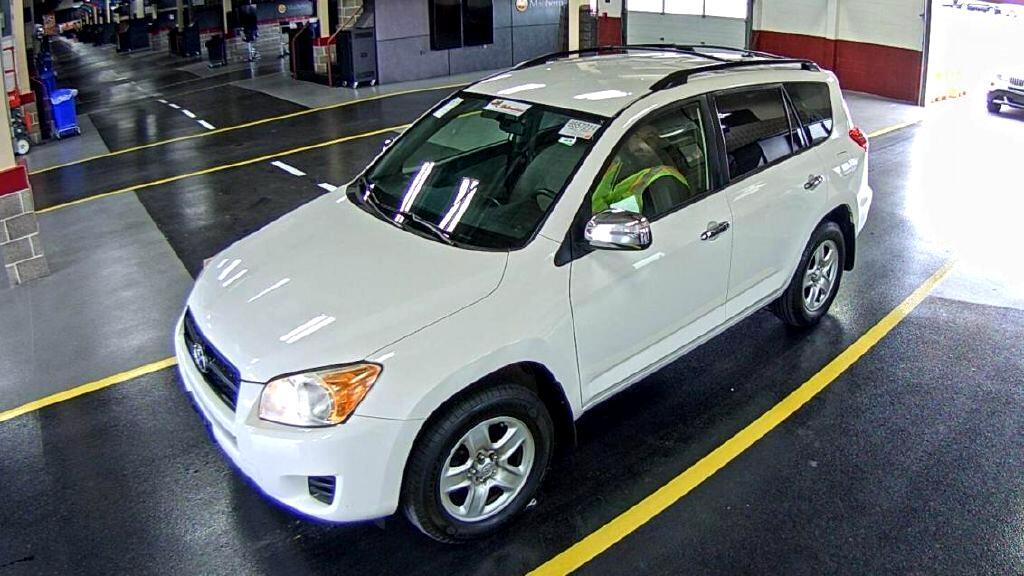 Toyota RAV4 Base I4 4WD 2012