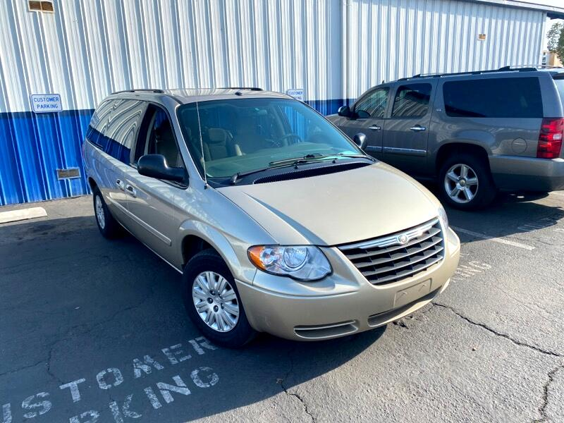 Chrysler Town & Country LX 2006