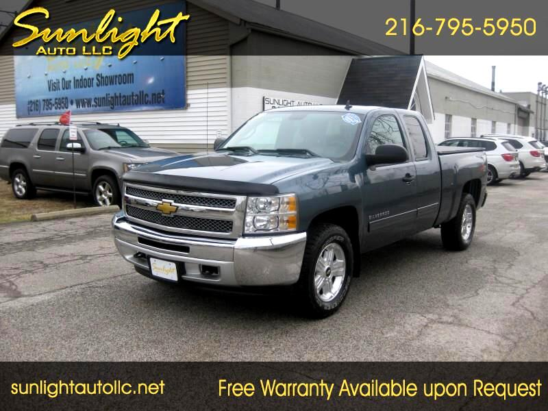 Mint! 2013 Chevrolet Silverado  Pickup Truck Dealer Sales Brochure