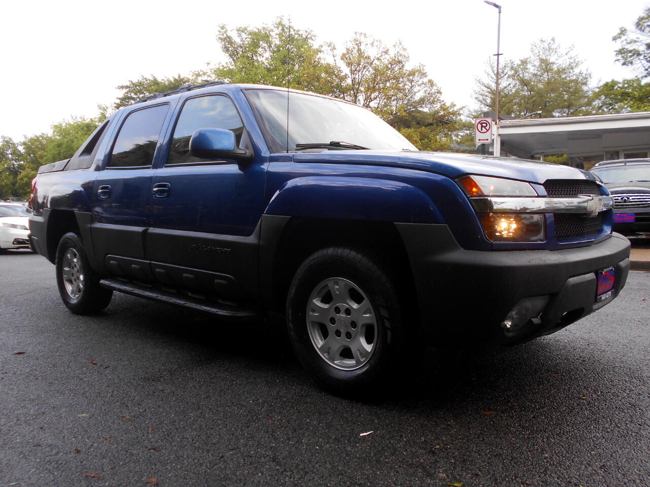 "Chevrolet Avalanche 1500 5dr Crew Cab 130"" WB 4WD 2003"
